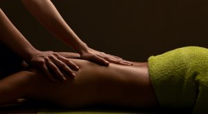 HOW TO FIND THE BEST MASSAGE OIL FOR A SENSUAL MASSAGE